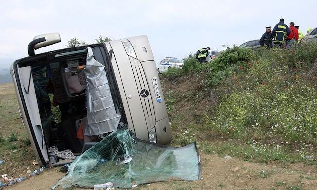 Σέρρες: Ανατροπή σχολικού λεωφορείου στα Αγγίστα - 30 τραυματίες