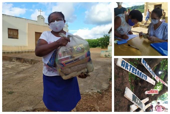 Quilombolas recebem cestas básicas do governo de Flores