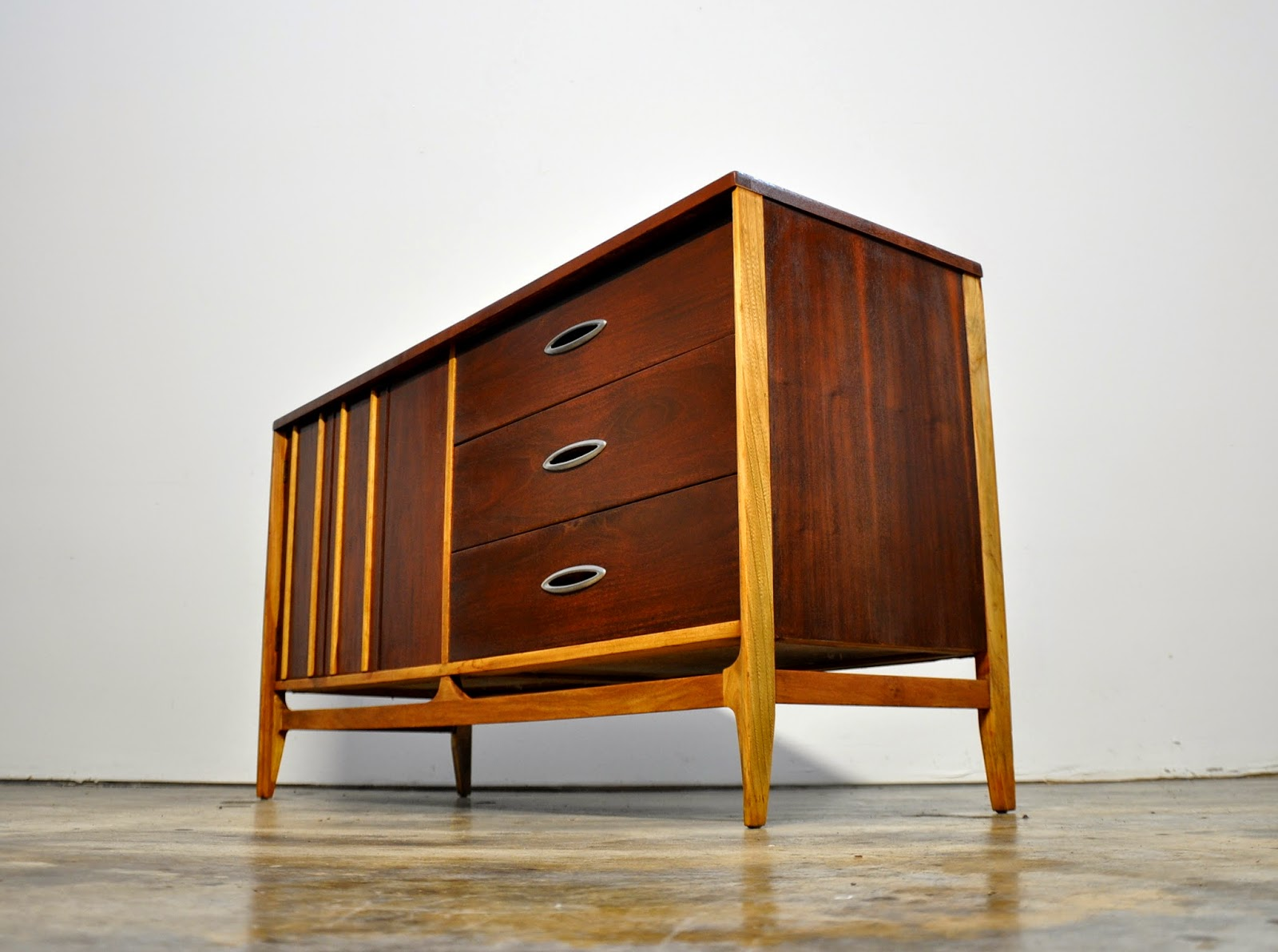 select modern mid century credenza bar buffet or sideboard. Black Bedroom Furniture Sets. Home Design Ideas