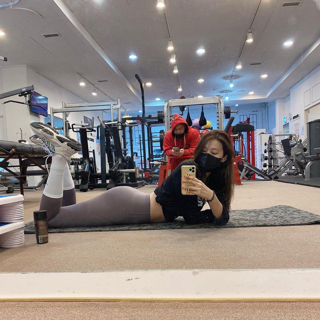 운동중에 사직찍는 유인영 - 꾸르