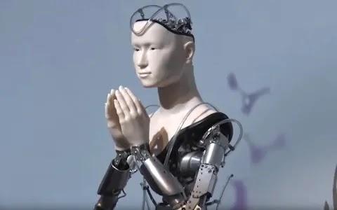 जापान के 400 साल पुराने बौद्ध मंदिर में रोबोट पुजारी तैनात, दया और करुणा का संदेश देगा