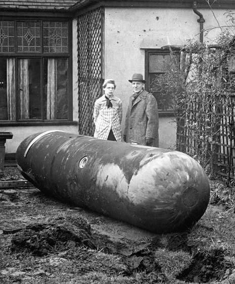 17 September 1940 worldwartwo.filminspector.com German land mine Bomben B