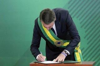 Sem vetos Bolsonaro sanciona  regulamentação do Fundeb.