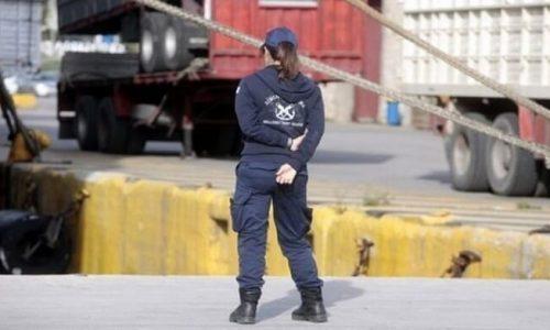 Στη σύλληψη ενός 64χρονου αλλοδαπού προέβησαν, στελέχη της Περιφερειακής Ομάδας Δίωξης Ναρκωτικών/Ομάδα Κ9 της Λιμενικής Αρχής Ηγουμενίτσας, για παράβαση του νόμου περί λαθρεμπορίου καπνικών προϊόντων (Ν. 2960/2001 «Εθνικός Τελωνειακός Κώδικας»).
