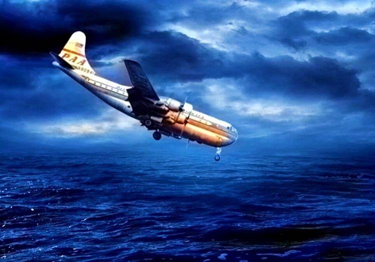 Boeing 377 Stratocruiser hızla irtifa kaybediyordu, suya çakılmasına saniyeler kalmıştı.