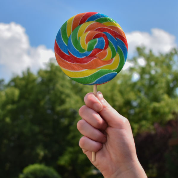 Wow kids this Easter and magically grow lollipops!  A fun Easter tradition for families. #growlollipops #eastertraditionsforkids #jellybeanlollipop #eastercrafts #growingajeweledrose #activitiesforkids