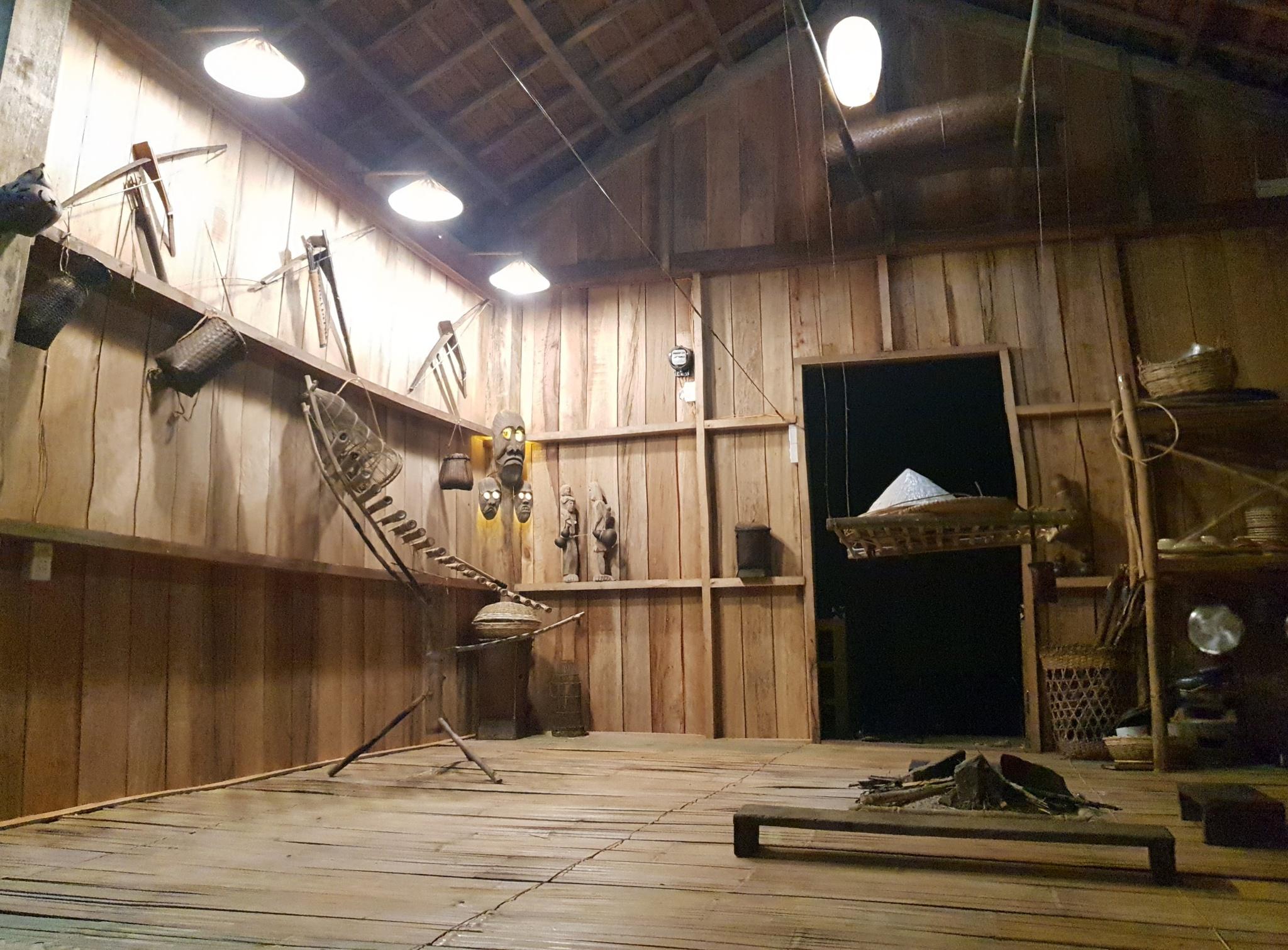 Không gian đặc trưng bên trong nhà lưu trú của homestay ở Kon Pring