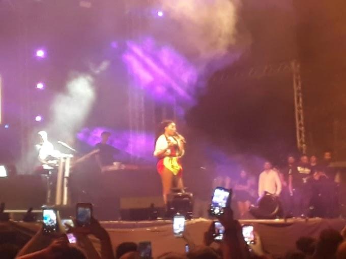 Passo a Paço: Em show Ludmila beija namorada no palco e agita multidão em Manaus
