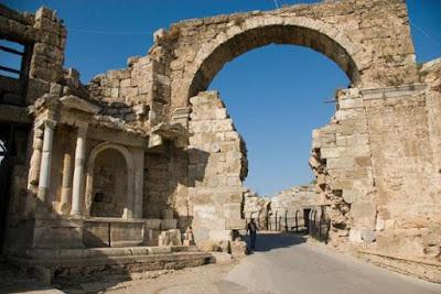 Η αναστήλωση του περίτεχνου Νυμφαίου της αρχαίας Σίδης στην Παμφυλία