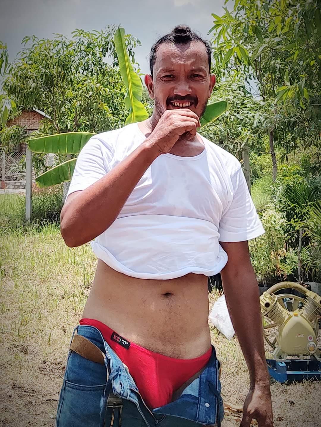campesino desnudandose