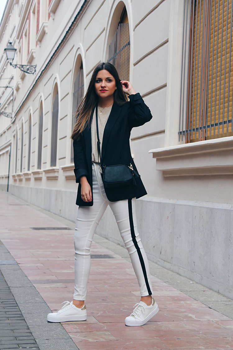 outfit invierno pantalones blancos