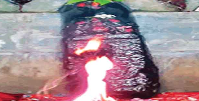 नालंदा में शौचालय के गड्ढा खोदने में मिली एक बेशकीमती प्रतिमा