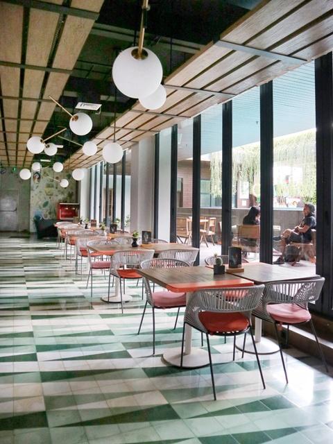 hotel-artotel-yogyakarta-roca-restaurant-3
