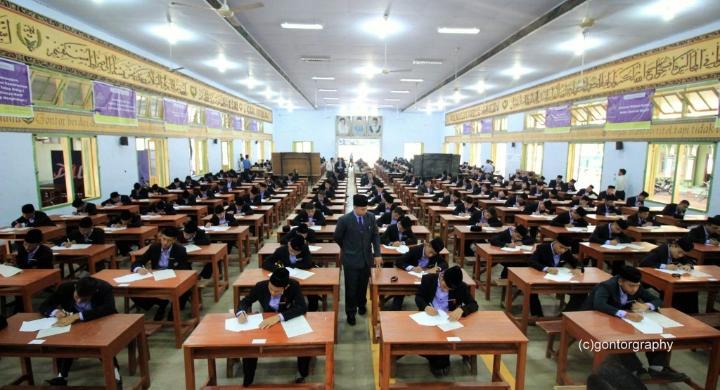 Potret Ujian Tulis KMI (Kuliyyatul Al-Mualimin Al-Islamiyah)