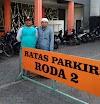 Perjuangan Tukang Jaga Parkir Untuk Bisa Pergi Umroh