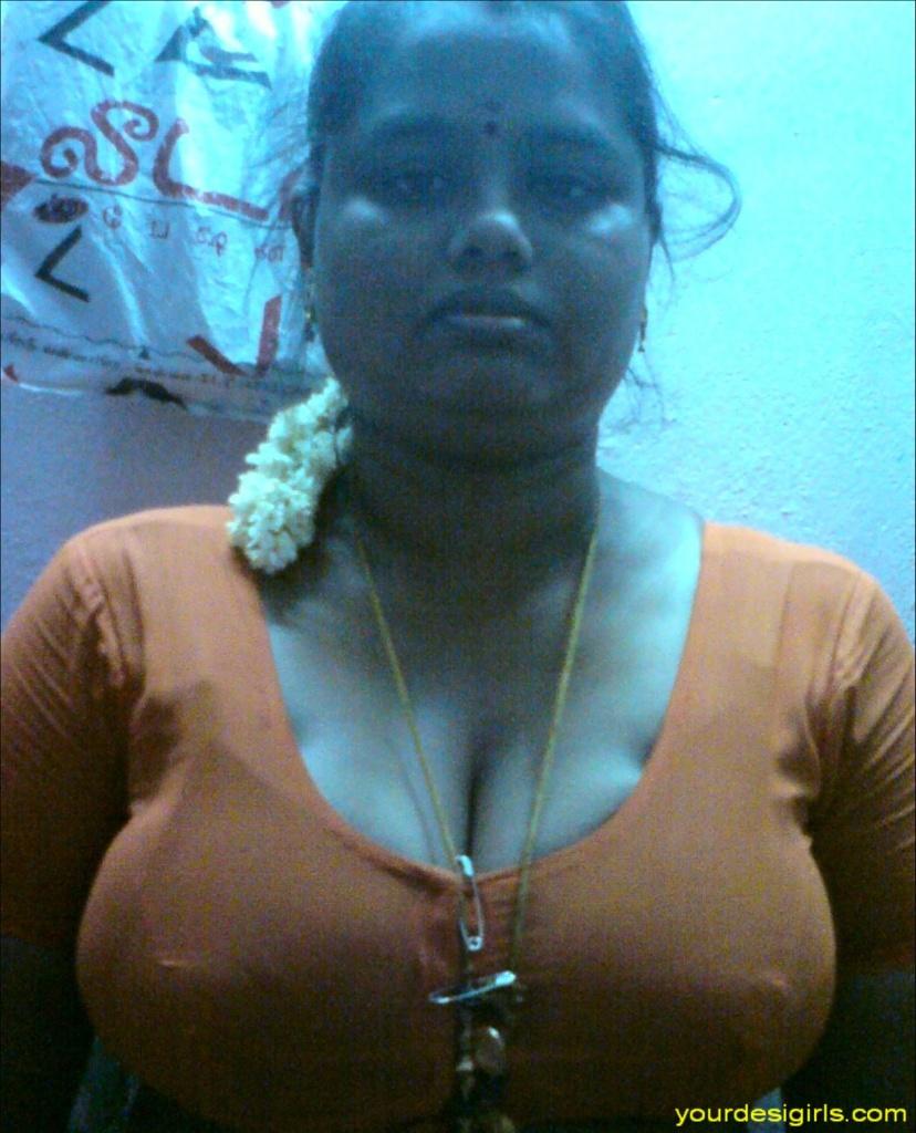 nude tamil girl pundai