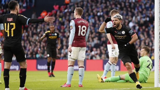 Sergio Aguero cetak gol pembuka untuk Man City di final Piala Liga Inggris.Sergio Aguero cetak gol pembuka untuk Man City di final Piala Liga Inggris.