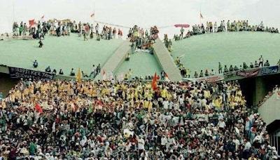 Mahasiswa menduduki gedung MPR/DPR 1998