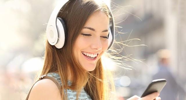 How Headphone and Earphones can gradually harm your hearing over the long run