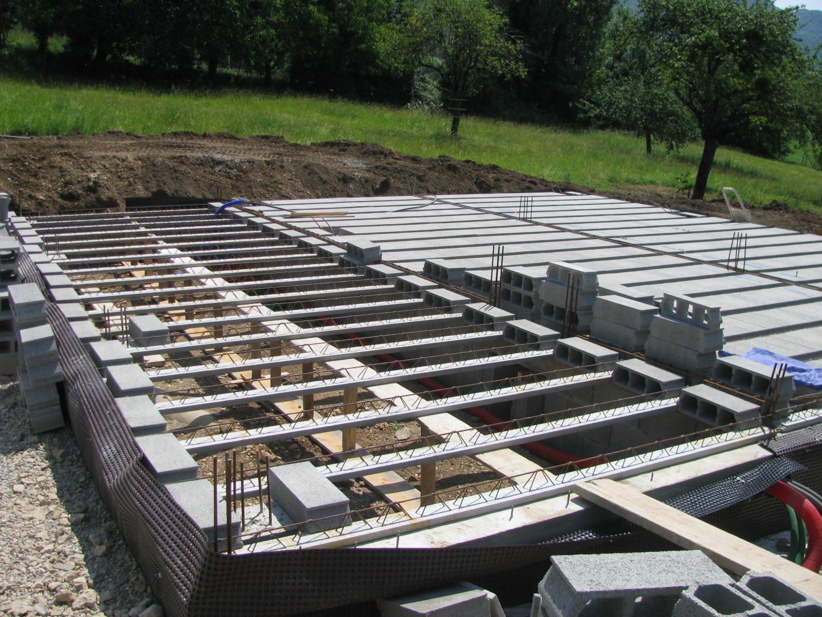 autoconstruction d 39 une maison poteau poutre et paille dans l 39 avant pays savoyard hourdis c 39 est. Black Bedroom Furniture Sets. Home Design Ideas