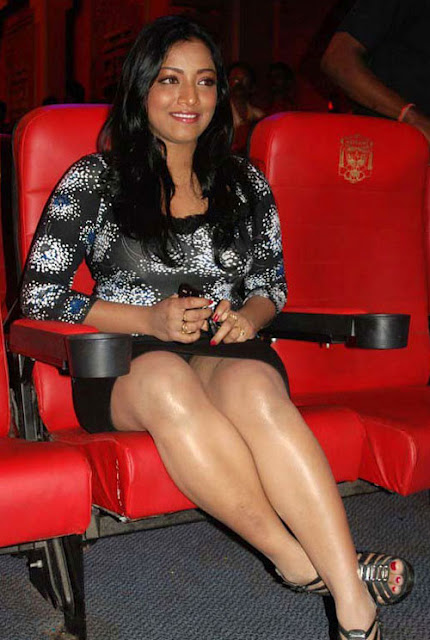 Actress Mamta Mohandas Hot Thigh Show Photos Tollywood Stars