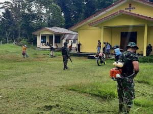 Sambut Minggu Damai, Satgas Yonif 512 Ajak Masyarakat Bersihkan Rumah Ibadah Di Perbatasan Papua.