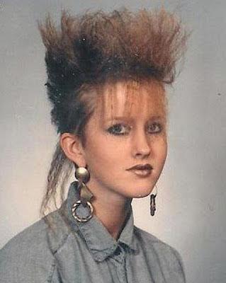 lustige 80er Frauen Frisur