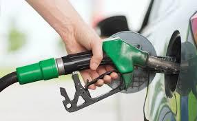 حکومت نے پٹرول کی قیمت 15 روپے کم کردی