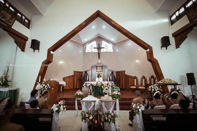 foto misa perkawinan depi dan pandu di gereja katholik gamping