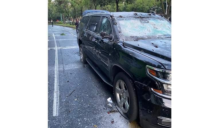 Omar García Harfuch Secretario de Seguridad Ciudadana de la Ciudad de México es emboscado por Sicarios con Barret .50 y sale ileso