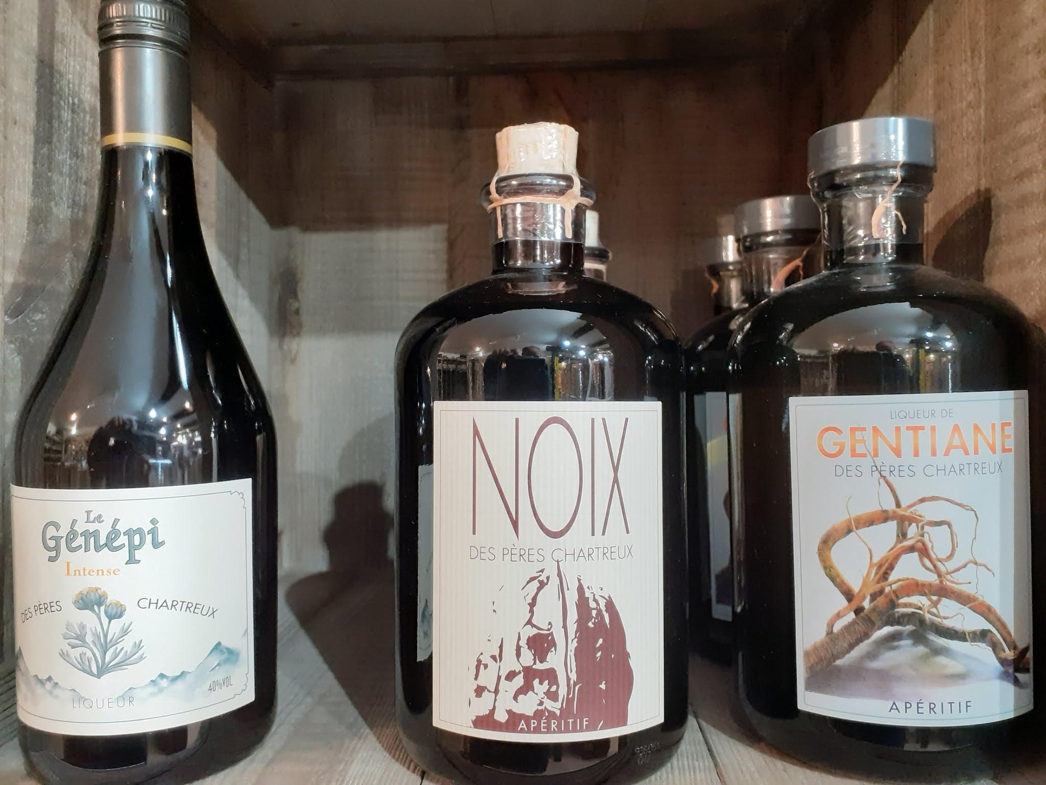 Liqueurs de noix, génépi et gentiane des pères chartreux