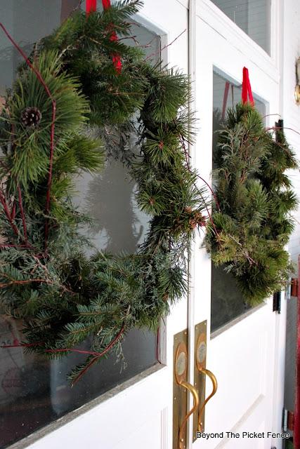 Christmas wreath, fresh pine, Christmas Tour, old schoolhouse, front porch, https://goo.gl/xpejCP
