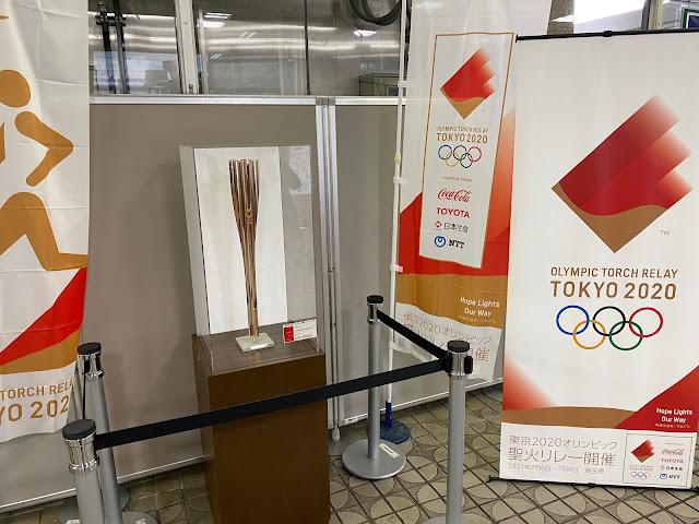 東京オリンピック聖火リレートーチを展示 (@ 越谷市役所 in 越谷市, 埼玉県)