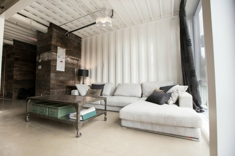 07-Claudie-Dubreuil-Modern-Architecture-achieved-Upcycling-4-Shipping-Containers