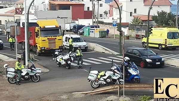 Motorista Guardia Civil atropellado por camión en  la GC-2