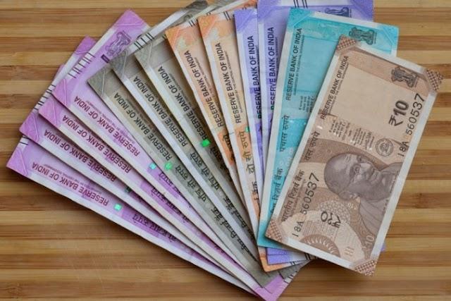 ग्रीनबैक के मुकाबले भारतीय रुपया 32 पैसे टूटकर 73.42 पर बंद हुआ ।