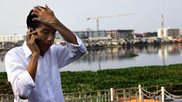 Ngibrit Saat Demo, Pengamat: Mana Sosok Jokowi yang Merakyat?