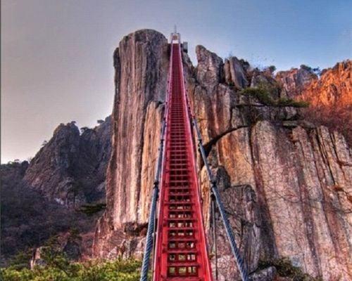 10 cây cầu treo sợ nhất thế giới 5