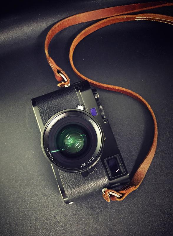 7Artisans 28mm f/1.4 с камерой Leica
