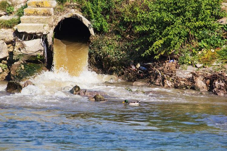 pembuangan air limbah ke sungai