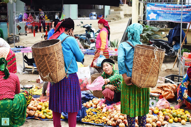 Mercado local en el loop de Ha Giang, Vietnam