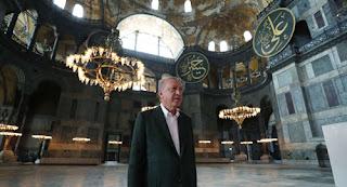 """أردوغان يتجوّل في""""آيا صوفيا"""" قبيل صلاة الجمعة الأولى فيها"""