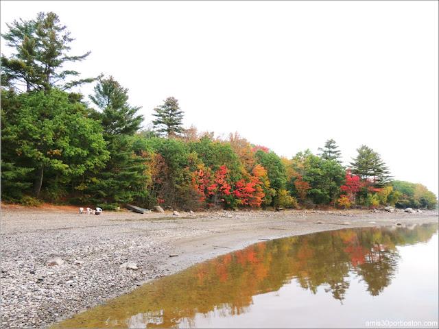 Colores Otoñales en el Lago Graham en Maine