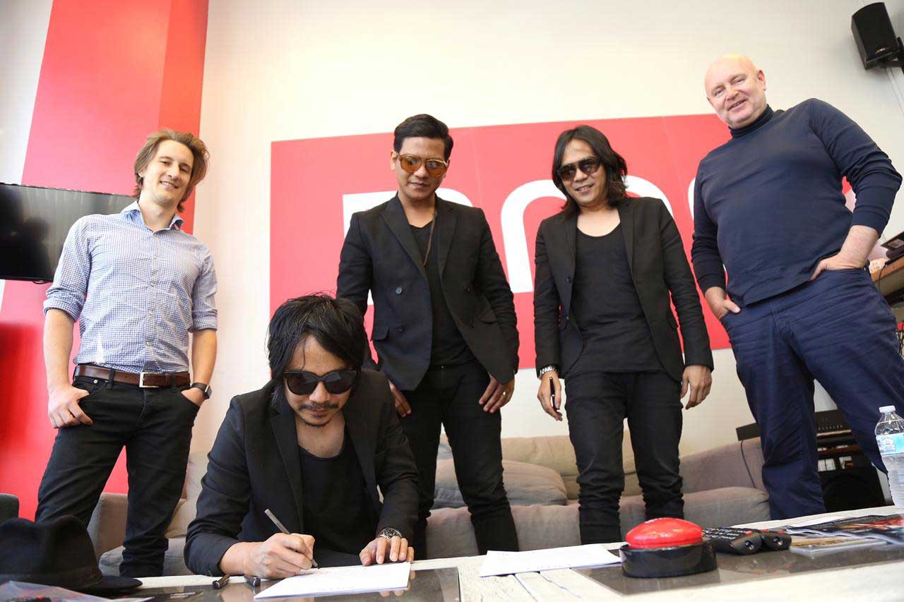 Signed BMG Contract 2 keps