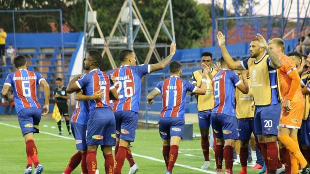 Élber comemora gol do Bahia diante do Nacional-PAR (Foto: Felipe Santana/Divulgação/EC Bahia)