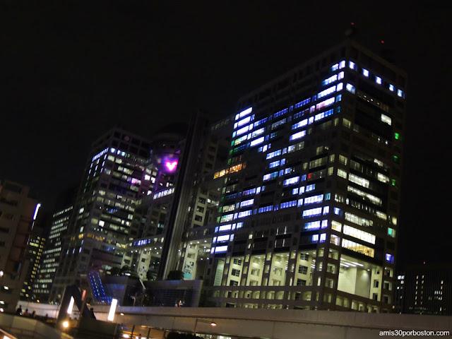Sede de la Fuji TV Iluminado en Odaiba, Tokio