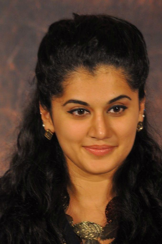 Shanvi Cute Hd Wallpapers Tapsi New Hd Photo S At Sahasam Success Meet Abcmp3songs