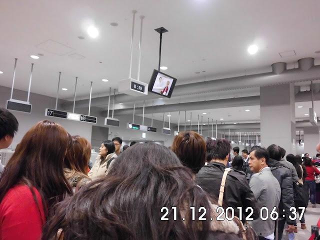 Cek Pasport di Kansai Kuukou Osaka
