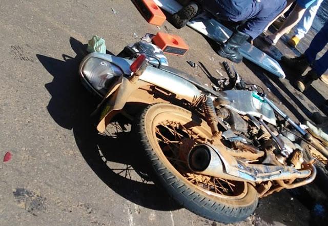 Acidente deixa motociclista ferido na Avenida São Pedro