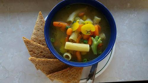 571e8c5277 Γρήγορη σούπα με λαχανικά και ζυμαρικά
